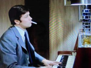 Alain Delon plays the Piano_1