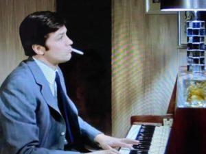 Alain Delon plays the Piano_1
